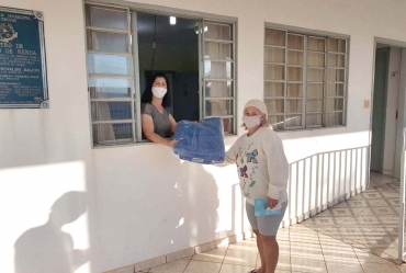 Fundo Social de Taguaí distribui cobertores à famílias carentes