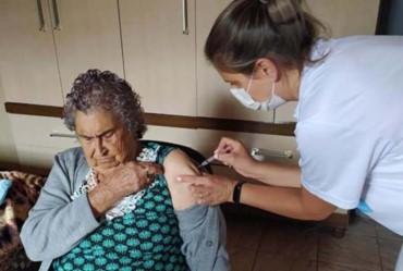 Departamento de Sarutaiá realiza testes de covid-19 no comércio e inicia vacinação nos idosos