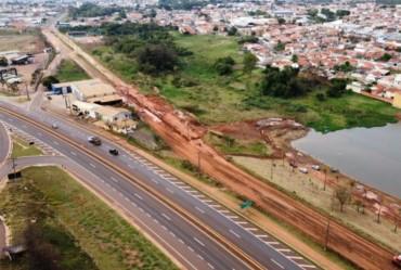 Em obras para pavimentação, Avenida Cunha Bueno recebe galerias pluviais em Avaré
