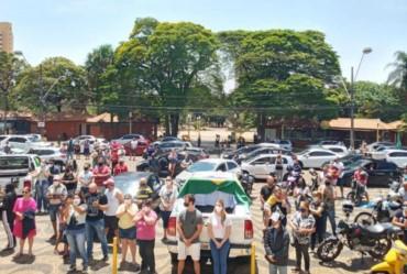 Carreata reúne grande número de veículos em homenagem a Nossa Senhora Aparecida