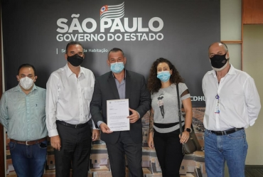 Prefeito Betinho pleiteia casas populares para Coronel Macedo