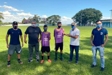 Atletas de Itaporanga fazem teste  em escola de futebol de Campinas