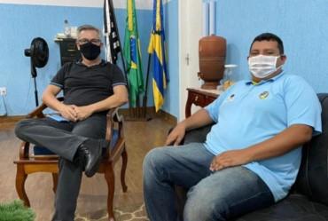 Presidente da Câmara de Sarutaiá  participa de reunião com o prefeito Isnar