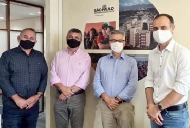 Prefeito Isnar se reúne com assessores  na Secretaria Estadual da Habitação