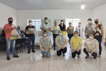 Assistência Social entrega cestas do PAA às famílias de Sarutaiá