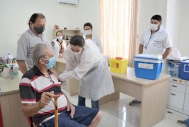 Avaré inicia vacinação contra vírus do covid-19