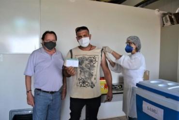Secretaria Municipal da Saúde dá início à vacinação contra a Covid-19
