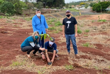 Ação Ambiental é desenvolvida com mutuários no Conjunto Habitacional Maria Ferreira em Timburi