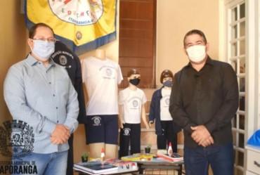 Prefeitura de Itaporanga adquire kits de materiais escolares e uniformes para doar aos alunos