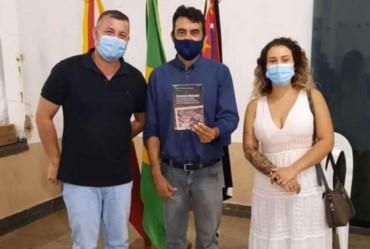 Macedense lança livro sobre a história de Coronel Macedo