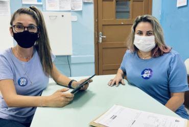 """Edutuber farturense retorna às origens e grava vídeo com professora da Escola E.E. """"Monsenhor José Trombi"""""""