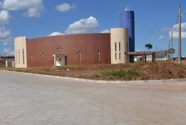 Rua próxima à Igreja Santo Expedito em Avaré recebe calçamento
