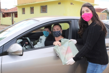 Cefar-Anglo entrega materiais para retorno das aulas remotas