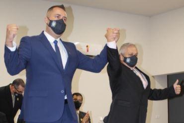 Luciano Filé toma posse em seu primeiro mandato como prefeito
