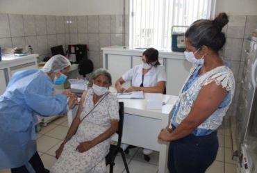 Dia D da vacinação para idosos com 68 anos aconteceu neste sábado em Fartura