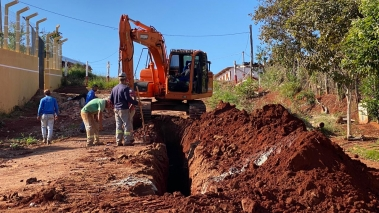 Rede de esgoto é implantada no novo Conjunto Habitacional de Timburi
