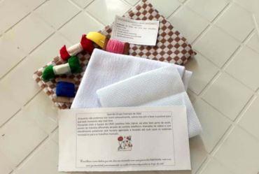 Idosos de Sarutaiá fazem atividades na casa com orientação do CRAS