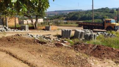 Ruas receberão pavimentações de lajotas em Sarutaiá