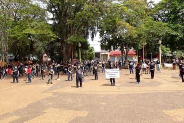 Professores avareenses protestam contra administração
