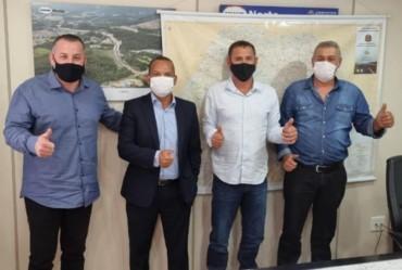 Coronel Macedo busca melhoria para vicinal que liga ao município de Taguaí
