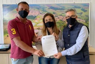 Prefeito e vice de Sarutaiá solicitam recursos para o deputado federal Marcos Pereira