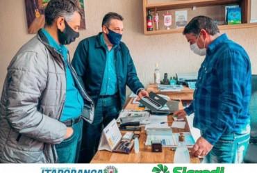 Douglas Benini recebe representantes da Cooperativa Sicredi