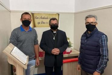 Prefeito Isnar recebe o novo Padre Agnaldo Pedro de Sarutaiá