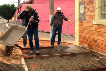 Prefeitura de Itaporanga refaz calçada da Casa da Criança