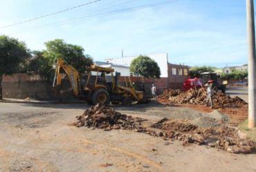 Fartura promove intervenções para reconstruir canaletas de águas pluviais no bairro Bela Vista